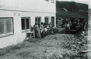 Bilde-03-13-Ansatte-utenfor-spisesalen-1950.jpg