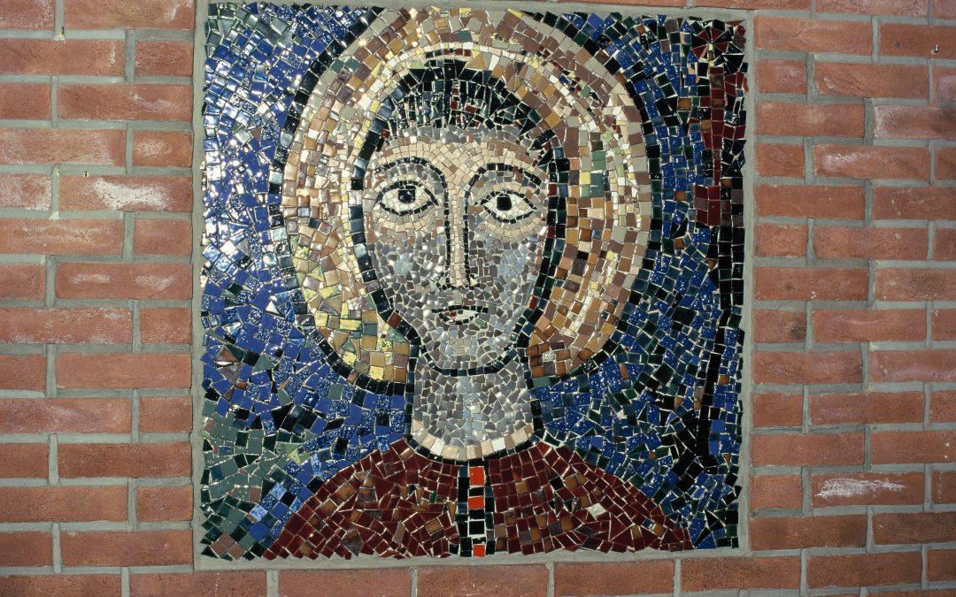 Mosaikkrelieff gir hodebry