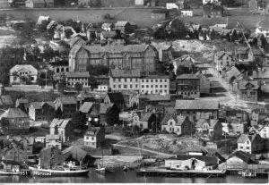 Bilde 01-04 Harstad skole i 1938