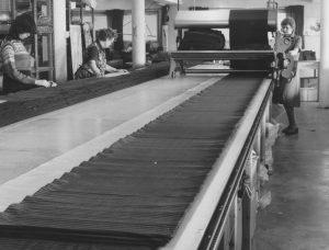 Bilde-08-22-Tre-tilskjærere-ved-oppleggsbordet-1980.jpeg