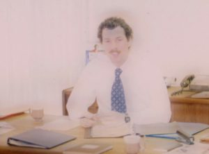 Bilde-13-02-Gordon-McFadden-på-kontoret.jpeg