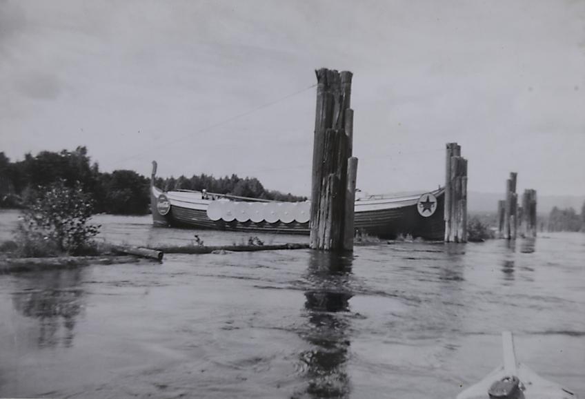 Vikingskip i dramatisk situasjon på Drammenselva