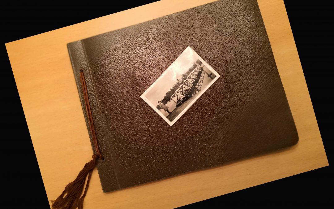 Eiker Arkiv og Solbergelva i Bilder blar i gamle  fotoalbum