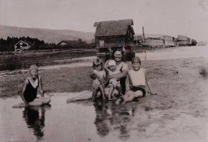 Ca. 1950. Bukta i Solbergelva