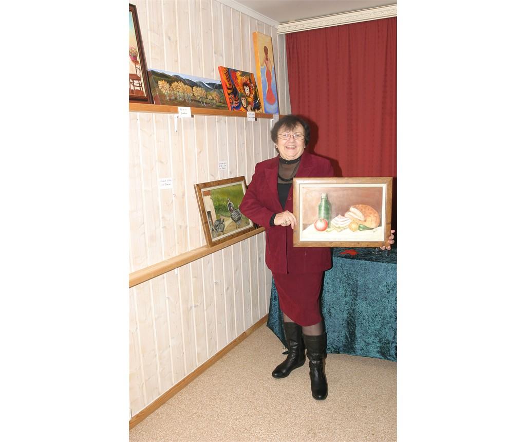 Iren Bodnar viser sitt bilde - FROKOST